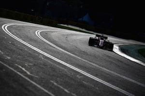 Lewis Hamilton claims Australian Grand Prix pole as Mercedes