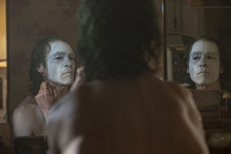 Joaquin Phoenix in Todd Phillips' <i>Joker</i>. (Warner Bros.)