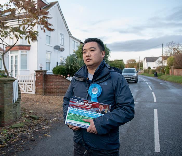 Alan Mak. Conservative MP Candidate. 14/11/19 delivering leaflets North Hayling