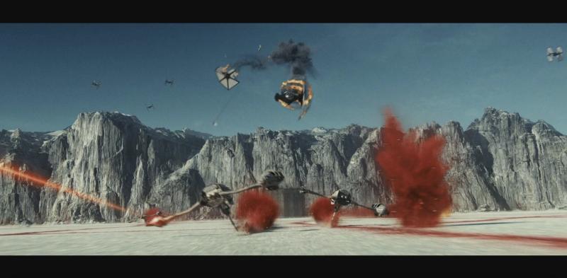 The Last Jedi has a scene in common with Zack Snyder's cut (credit: Disney)